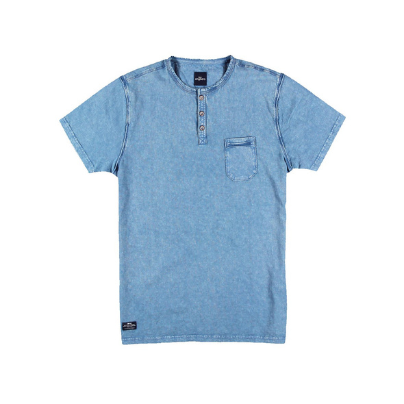 Frisch gefärbtes Henley T-Shirt
